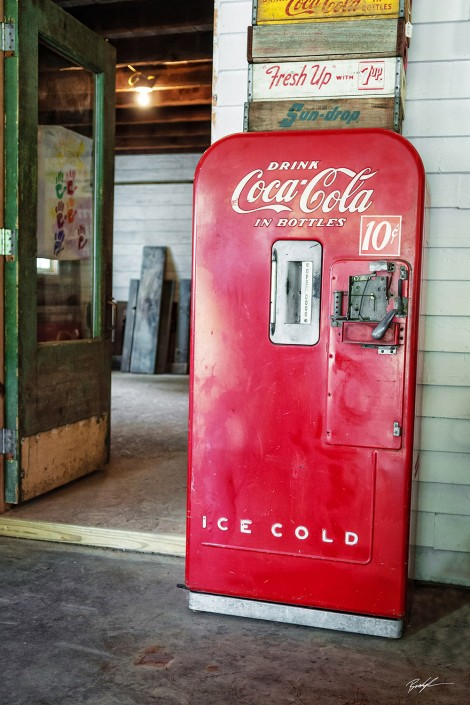 Old Coca Cola Machine