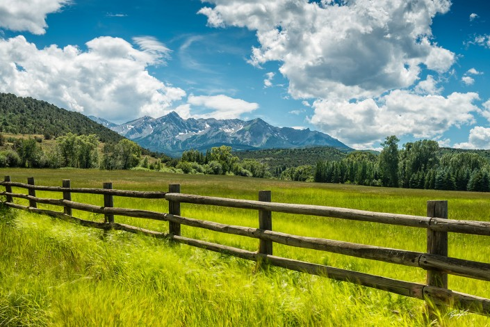 San Juan Mountains, Fence and Breeze
